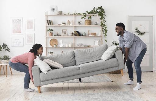 Coller tous les meubles aux murs